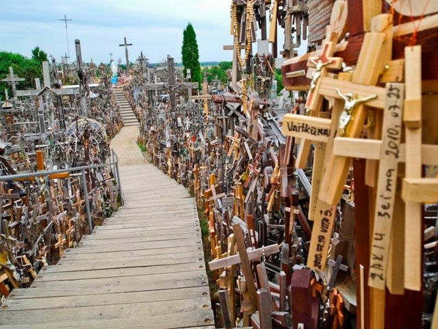 The Hill of Crosses  Lithuanian - Ritebook - 002