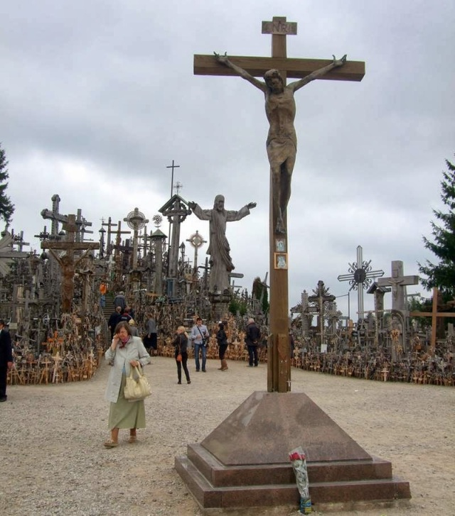 The Hill of Crosses  Lithuanian - Ritebook - 004